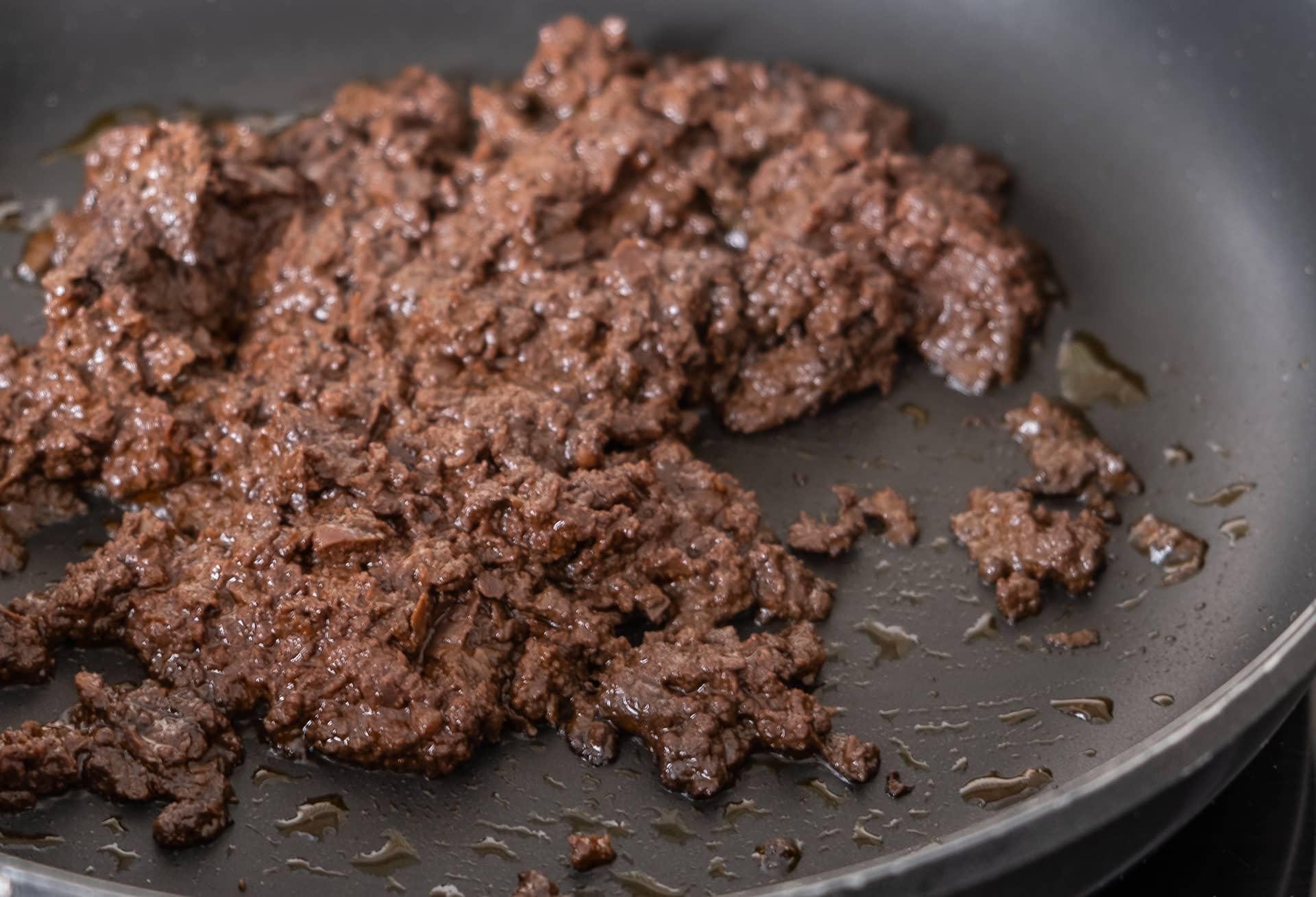 morcilla de León Villamoros cocinándose en la sartén