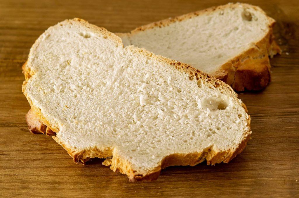 Hogaza de pan bregado de León (tostadas)