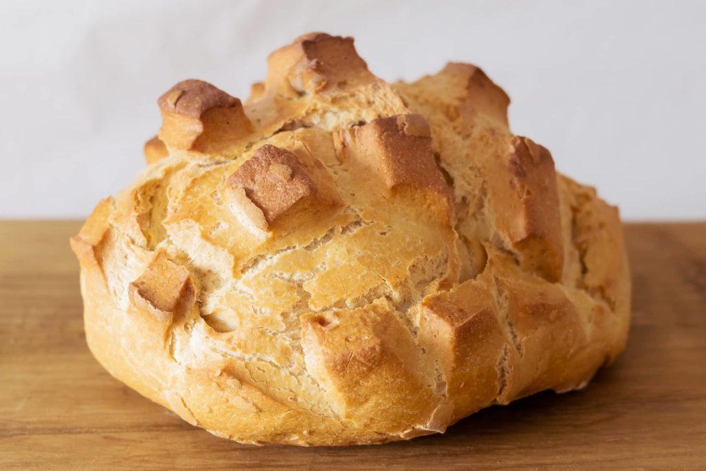 Hogaza de pan bregado de León