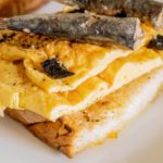 Receta de tosta de sardinas sobre pan de León