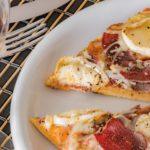 Receta de pizza de Cecina de León y queso de cabra (paso a paso)