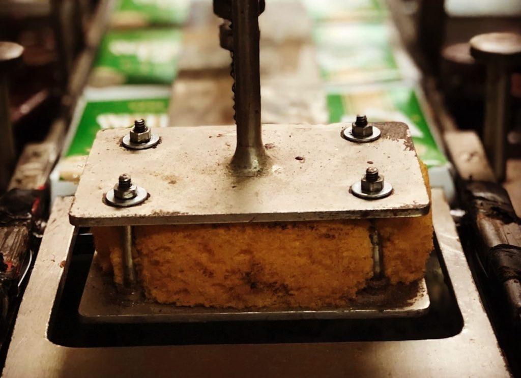 Ruperta, trabajando en Chocolates Santocildes