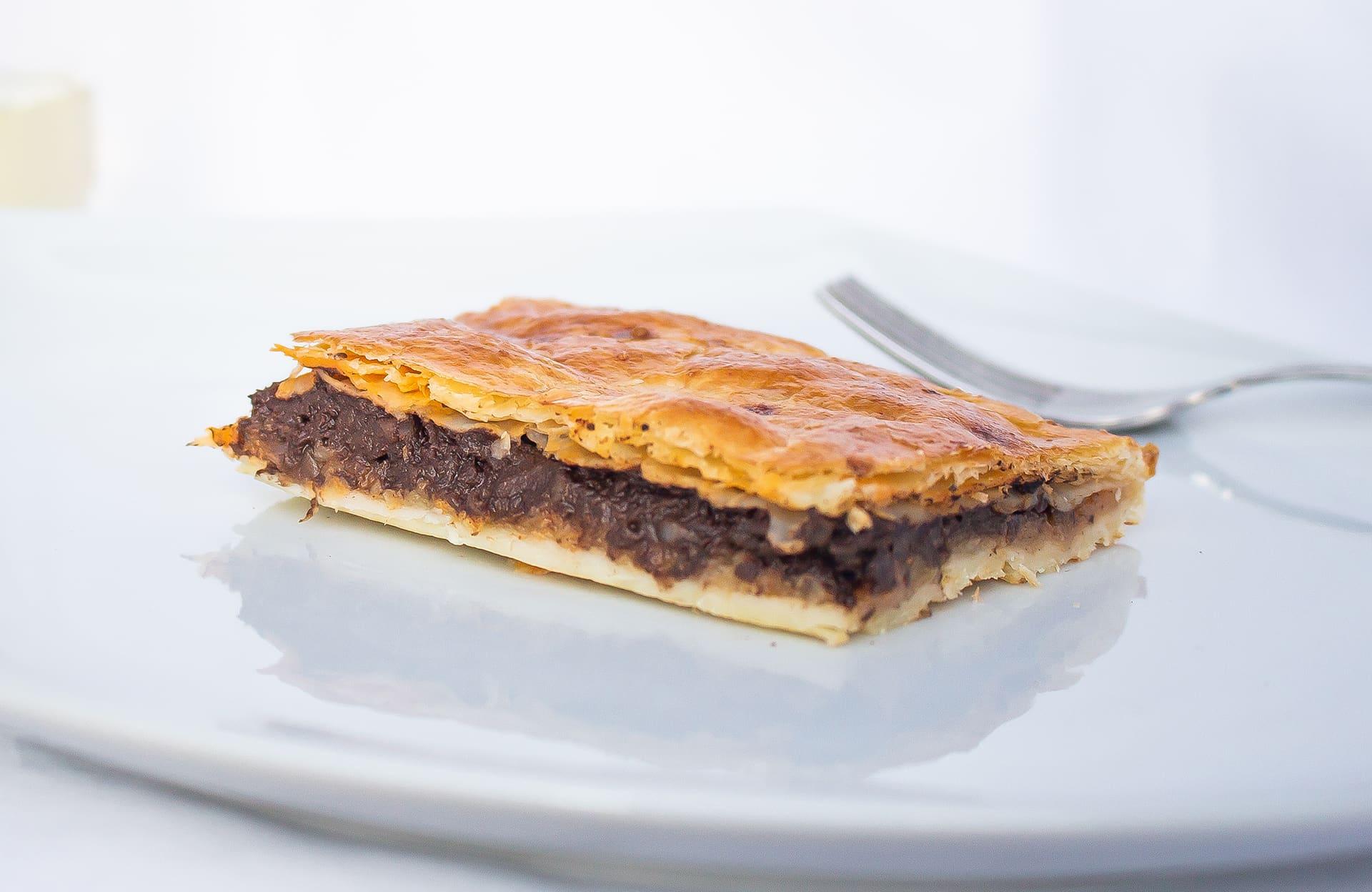 Empanada de morcilla de León o morcilla matachana con manzana reineta del Bierzo