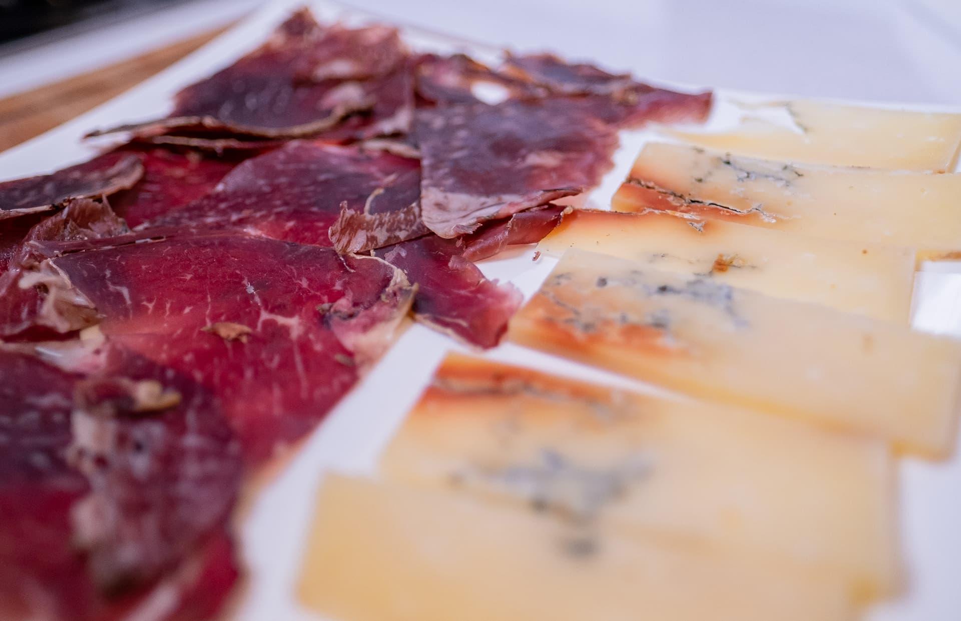 cecina y queso de León