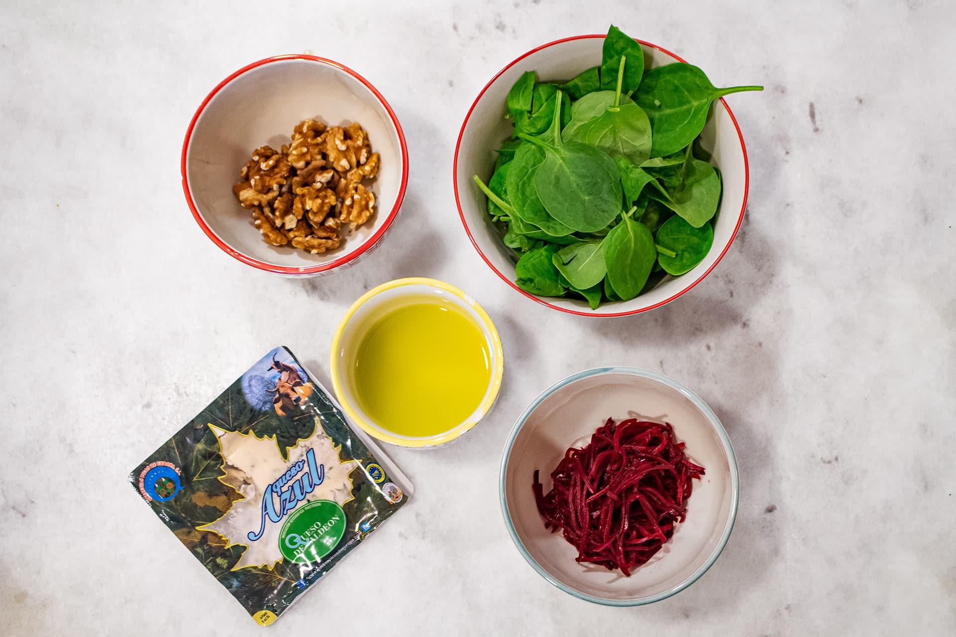 Ingredientes ensalada de queso de Valdeón, espinacas, remolacha y nueces