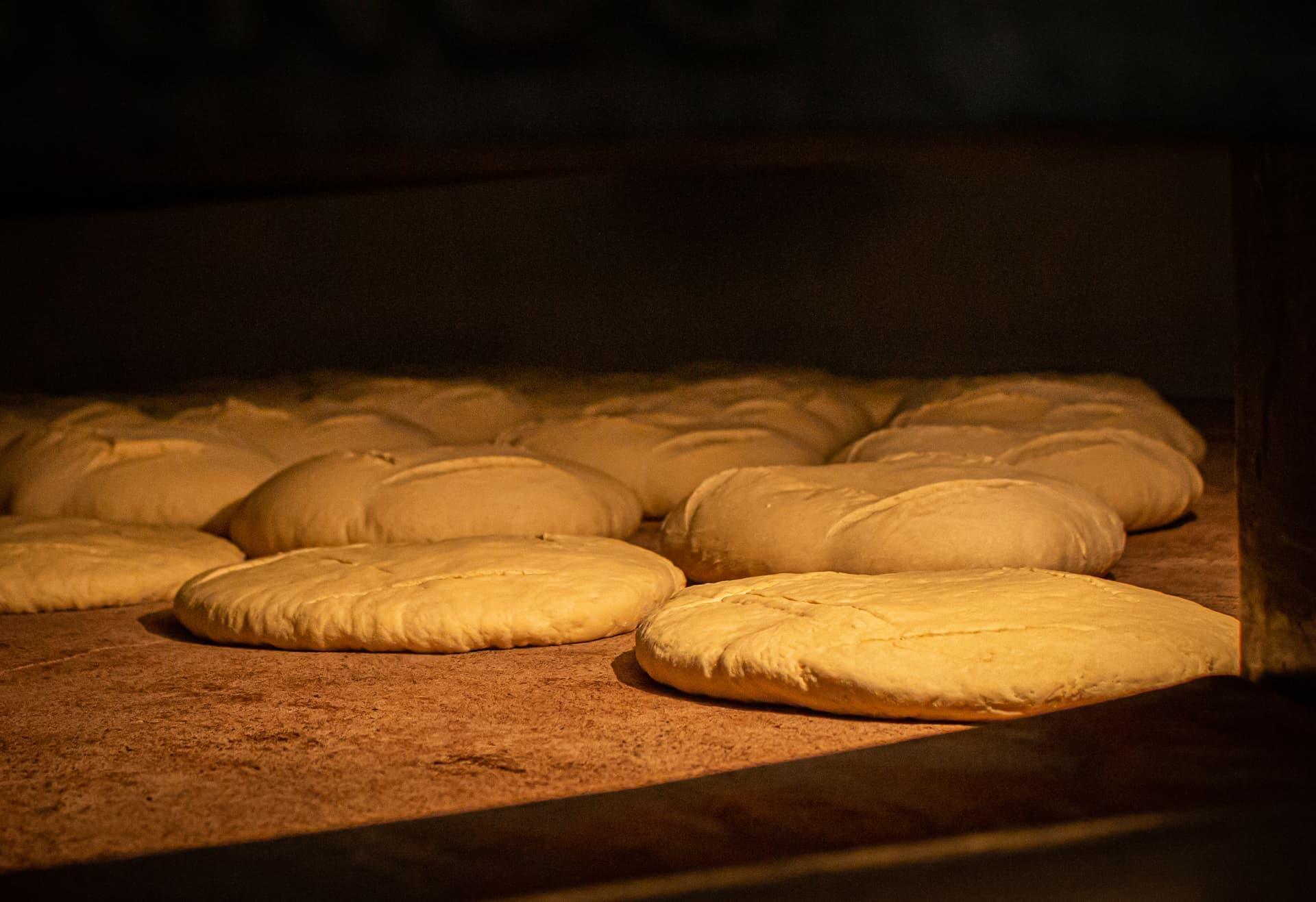 Pan de León Panadería Villabente dentro del horno